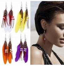 Ženski uhani v različnih barvah